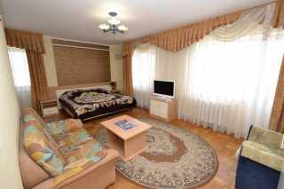 Номер полу-люкс в Анапе в отеле Якорь - фото